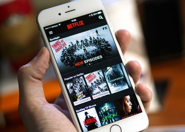netflix-mobile-fon-white