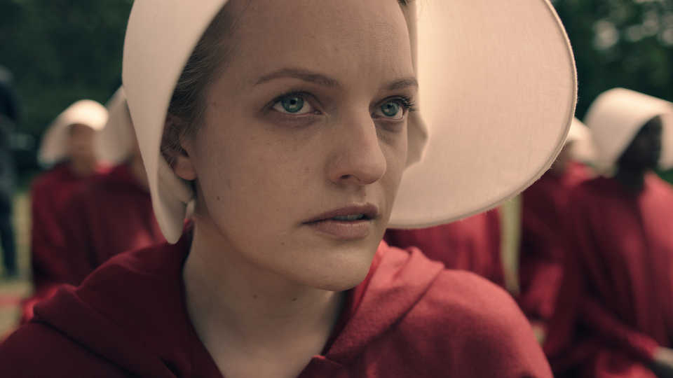Elisabeth_Moss_as_Offred_1