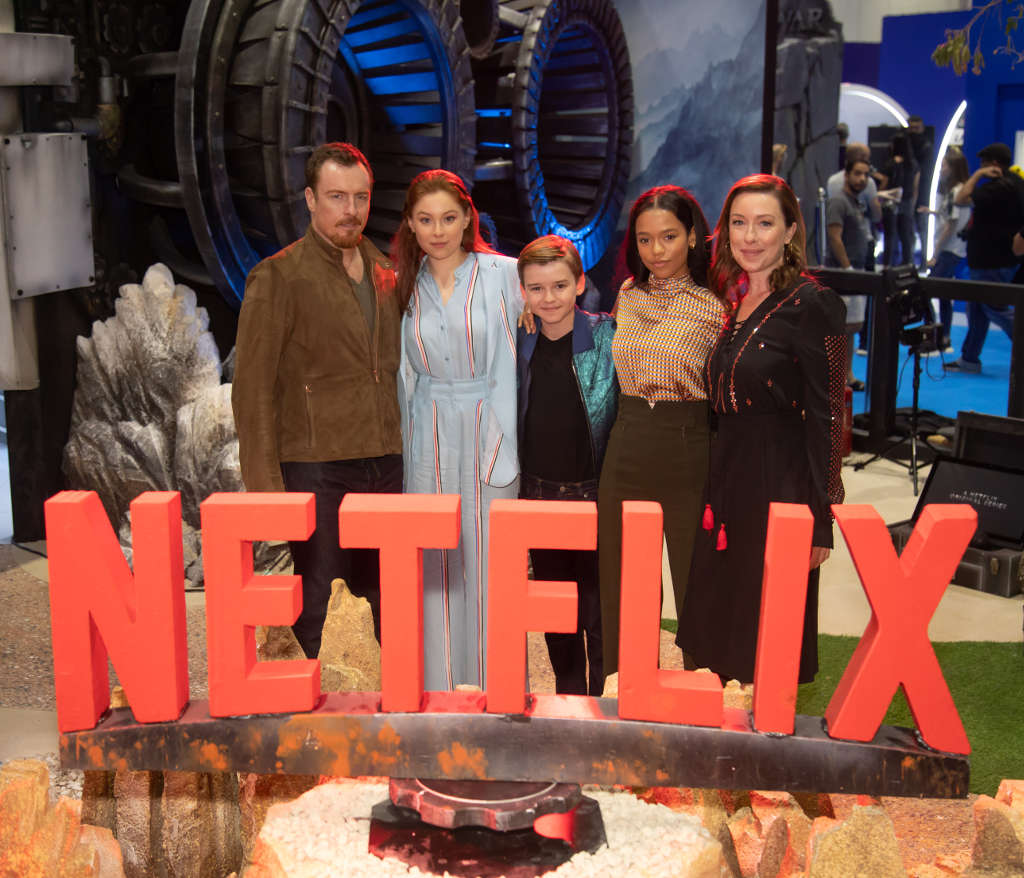 Toby Stephens, Mina Sundwall, Maxwell Jenkins, Taylor Russell, Molly Parker