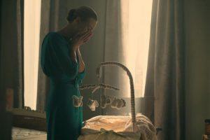 Pani Waterford - Yvonne Strahovski (17) min